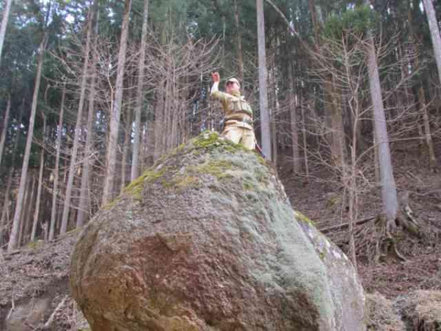 巨石ポージング