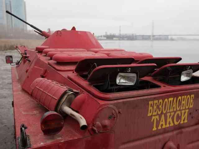 一度は乗ってみたいロシアのBRDM-2タクシー