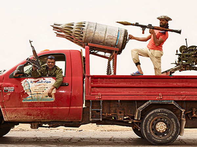 リビアの武装トラック!