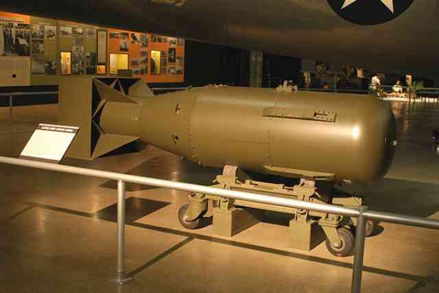 第二次大戦中に日本に落とされた原子力爆弾