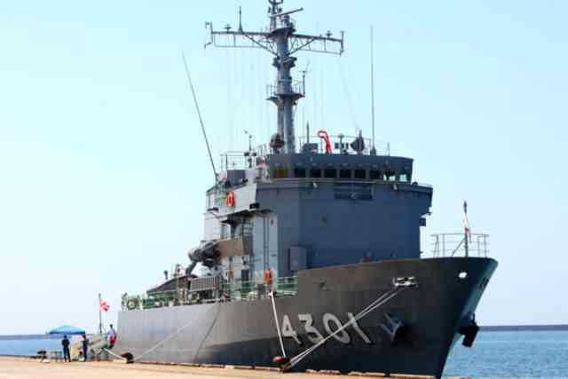 佐渡市の海上自衛隊「ひうち」見学レポート