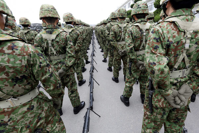 自衛隊の入隊を考える若人に