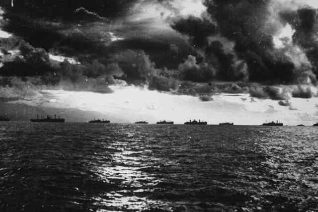 敵艦隊に紛れ込んだ駆逐艦「桐」と「杉」