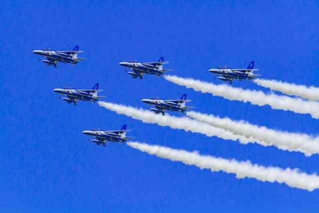 ブルーインパルスが飛べる平和な日本
