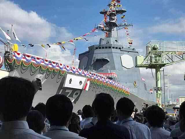 海上自衛隊の新型イージス艦「まや」が進水