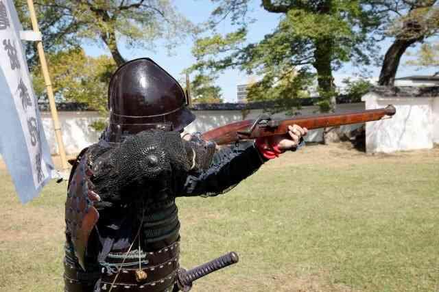鉄砲が甲冑を駆逐した