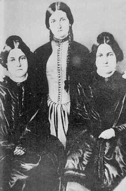 フォックス三姉妹の画像